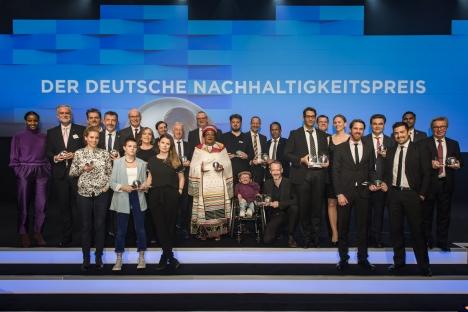 Die Sieger des 12. Deutschen Nachhaltigkeitspreises (Foto: Ralf Ruehmeier)